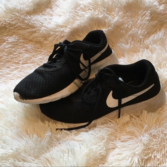 Girls Black And White Nike Shoes   Poshmark